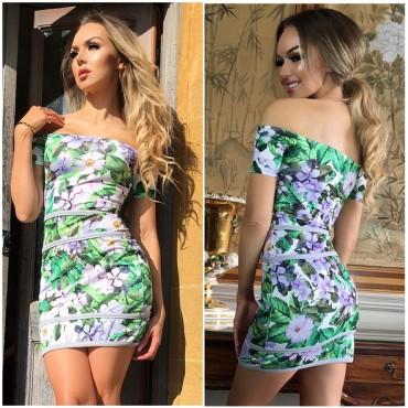 Права рокля на цветя с голи рамена