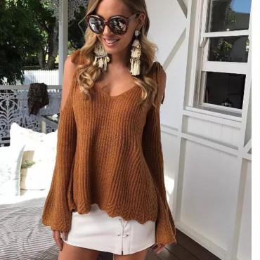 Плетена блуза с голи рамене и ръкав камбанка