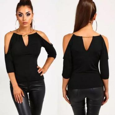 Черна блуза с голи рамене и метален аксесоар